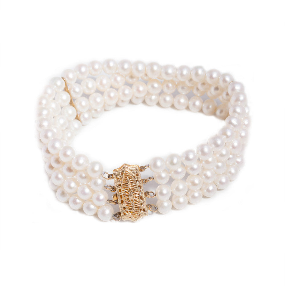 freshwater Pearl Bracelet with 14ct yellow gold clasp.