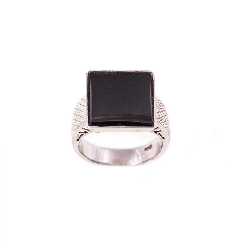 Square onyx ring in 14ct white gold