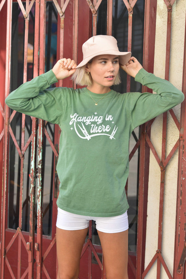 HANGING IN THERE - CLOVER COTTON LONG SLEEVE TEE