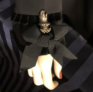 Hand-of-Valediction Bow Brooch - Laura Flook