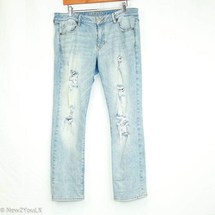 Light Wash Distressed Jeans (American Eagle) - New2Youlx