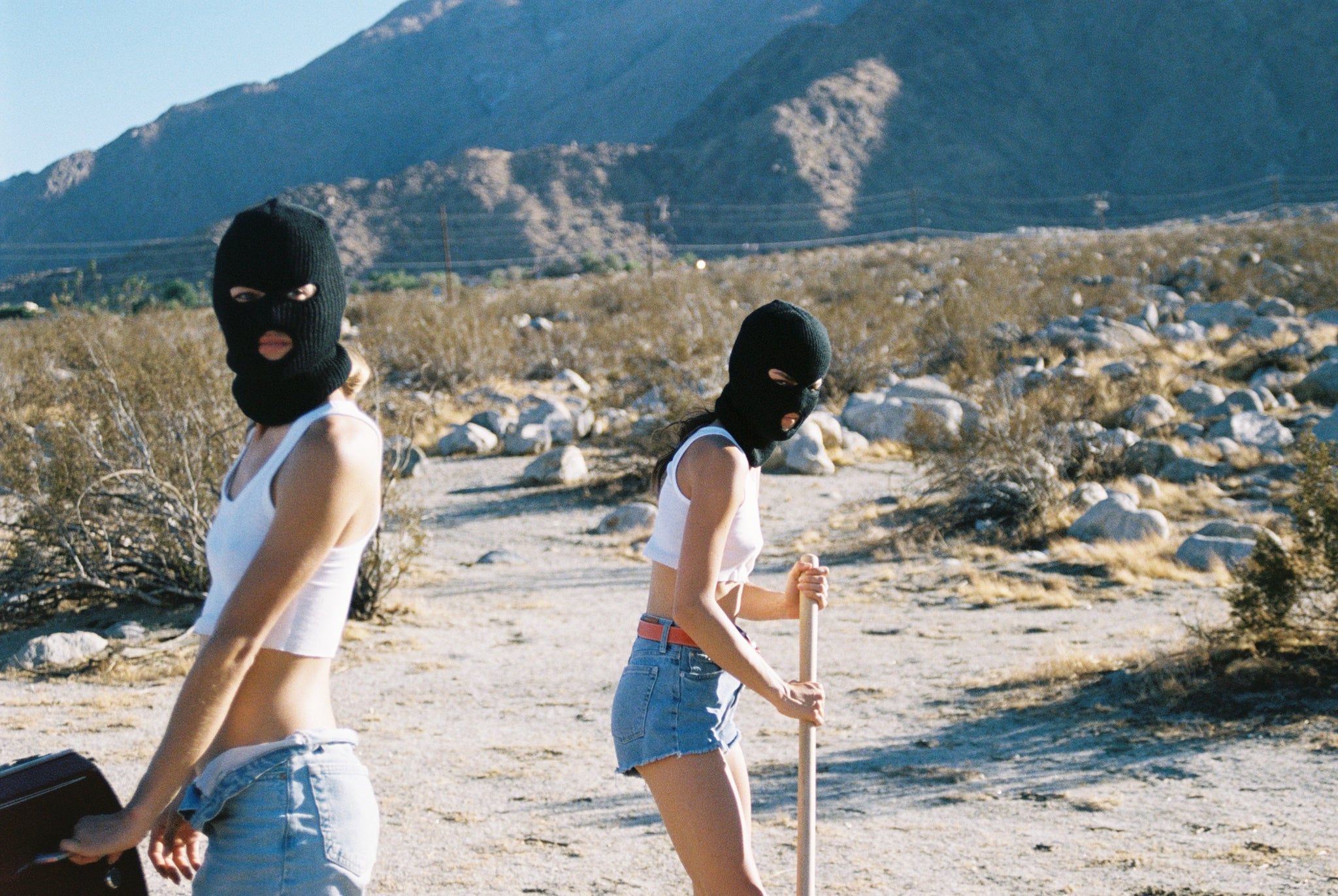 Thelma & Louise - Another Filthy Magazine - Photo 14