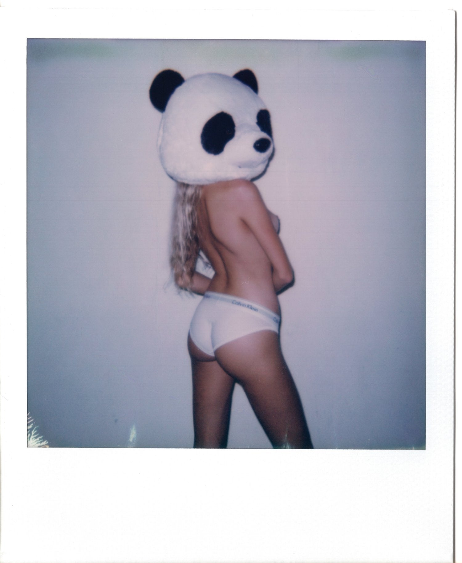Moore Polaroids - Another Filthy Magazine - Photo 5