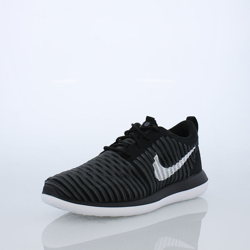 Nike Roshe Two Flyknit (Big Kids)