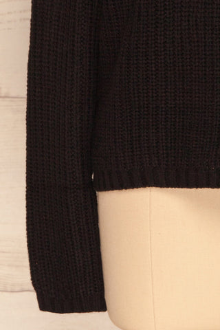 Adrano Poivre Black V-Neck Knit Sweater | BOTTOM CLOSE UP | La Petite Garçonne