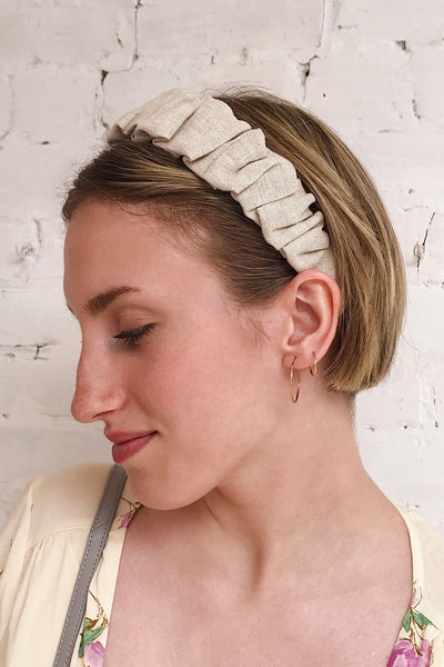 Altus Beige Scrunchie Texture Headband | La petite garçonne on model