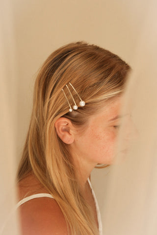 Arajuno Set of Golden Hair Pins with Pearls | La Petite Garçonne on blond model