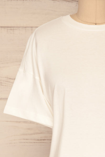 Arvika Chalk White Cotton Cropped T-Shirt | La Petite Garçonne front close-up