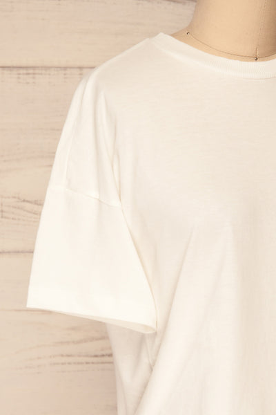Arvika Chalk White Cotton Cropped T-Shirt | La Petite Garçonne side close-up