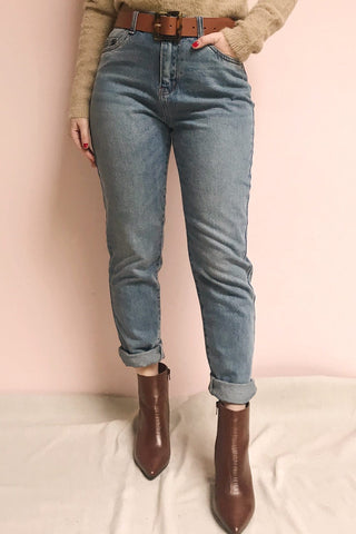 Ranchi Washed Blue High Waisted Straight Jeans | La Petite Garçonne model close up