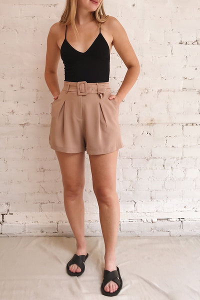 Pitesti Beige High Rise Shorts | La Petite Garçonne model look