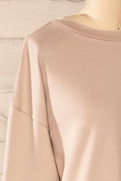 Boxy Taupe Crewneck Sweater | La petite garçonne side close-up