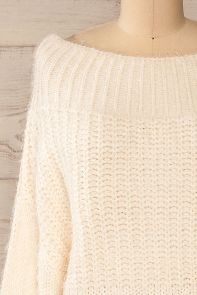 Briansk White Fuzzy Cropped Sweater | La petite garçonne front close-up