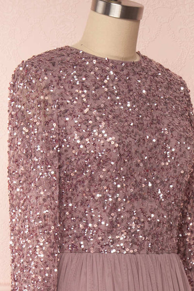 Brielle Lilac Sequin Flare Gown | Robe longue side close up | Boutique 1861