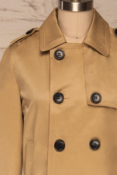 Capsol Light Khaki Short Trench Jacket front close up | La petite garçonne
