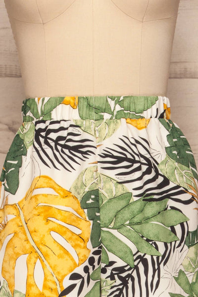 Cautivo Tropical Print Shorts w/ Pockets | La petite garçonne front close up