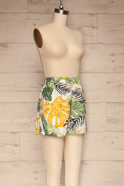 Cautivo Tropical Print Shorts w/ Pockets | La petite garçonne side view