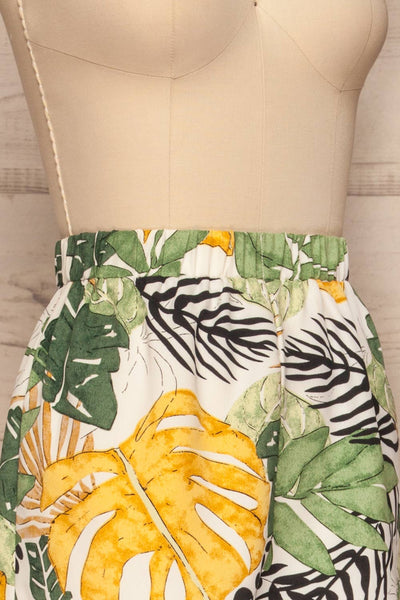 Cautivo Tropical Print Shorts w/ Pockets | La petite garçonne side close up