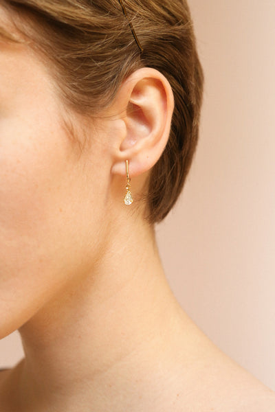 Charline Crystal Golden Earrings | Pendantes | Boutique 1861 on model with a pixie cut