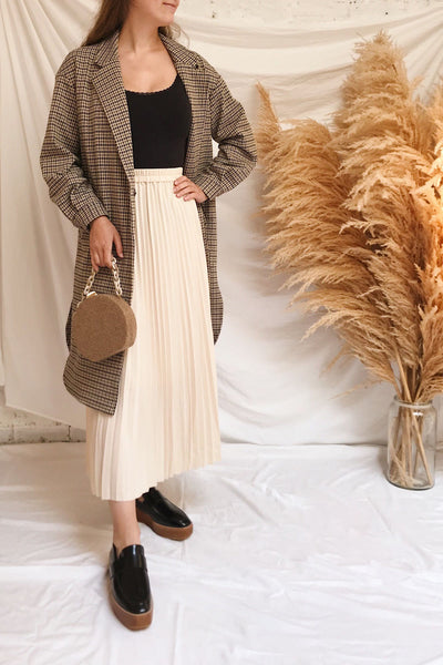 Londres Long Beige Houndstooth Coat | La petite garçonne model look