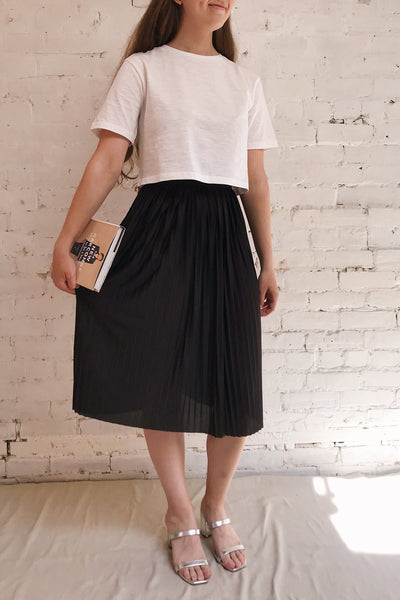 Gouves Black Pleated Midi Skirt | La petite garçonne on model