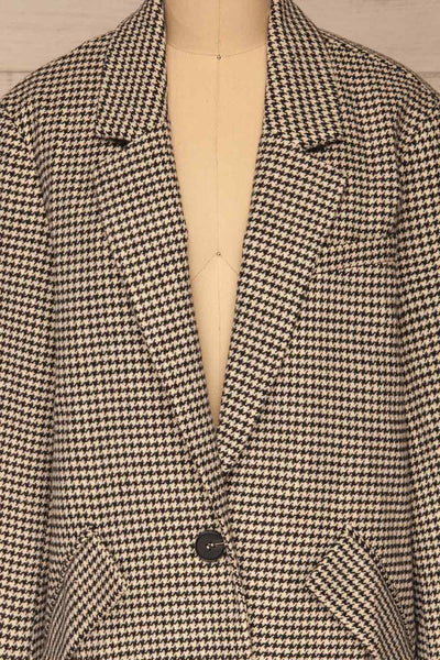 Drawno Black & White Houndstooth Blazer | La petite garçonne  front close-up