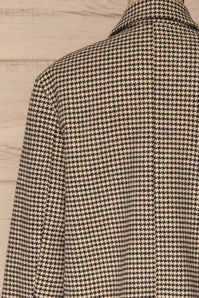 Drawno Black & White Houndstooth Blazer | La petite garçonne  back close-up