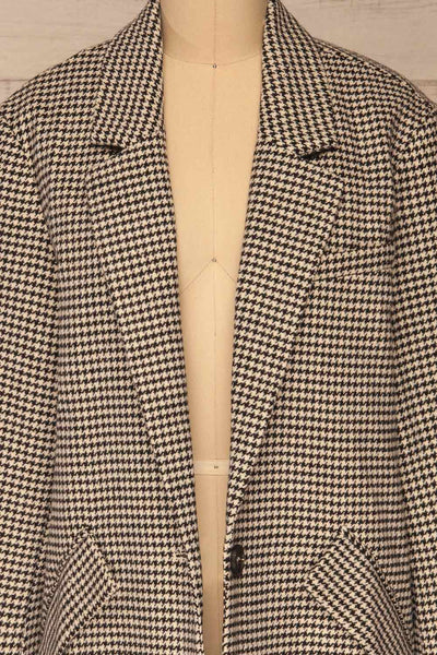 Drawno Black & White Houndstooth Blazer | La petite garçonne  front close-up open