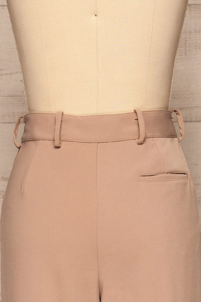 Eistir Taupe Pants | Pantalon Taupe back close up | La Petite Garçonne
