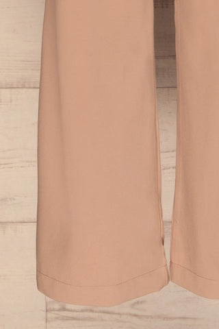 Eistir Taupe Pants | Pantalon Taupe legs close up | La Petite Garçonne