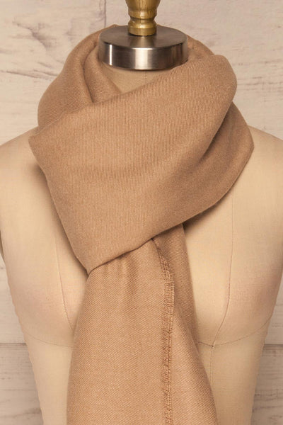 Fagerelv Beige Soft Lightweight Scarf | La petite garçonne knot close up