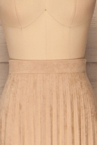 Fagerhaug Beige Pleated Midi Skirt | La petite garçonne  frotn close up