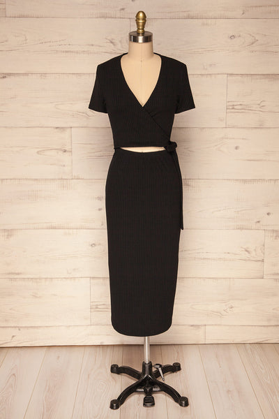 Gateshead Black Short Sleeved Fitted Midi Dress | La Petite Garçonne