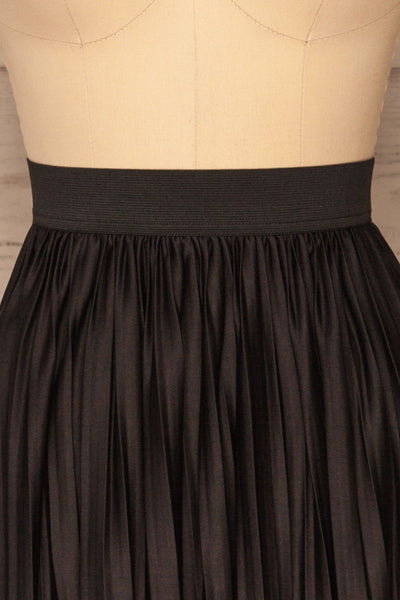 Gouves Black Pleated Midi Skirt | La petite garçonne front close-up