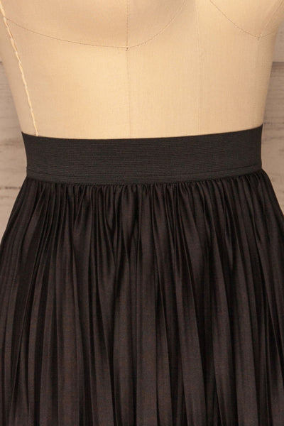 Gouves Black Pleated Midi Skirt | La petite garçonne side close-up