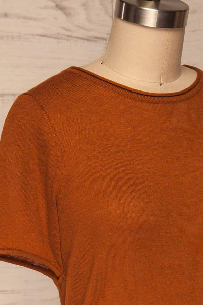 Granna Rust Brown Short Sleeved Knit side close up | La petite garçonne
