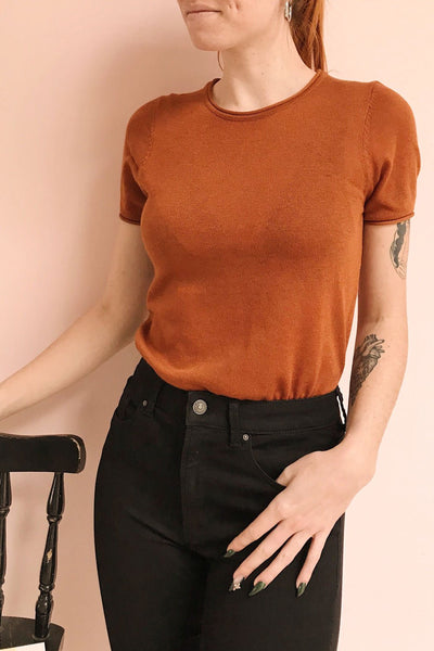 Granna Rust Brown Short Sleeved Knit | La petite garçonne on model