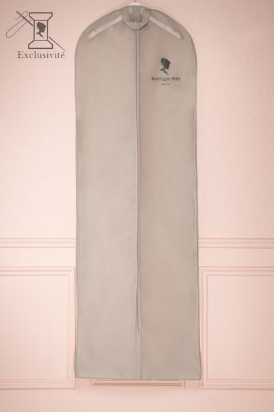 Housse Grise 1861 - Grey garment bag with cameo 1