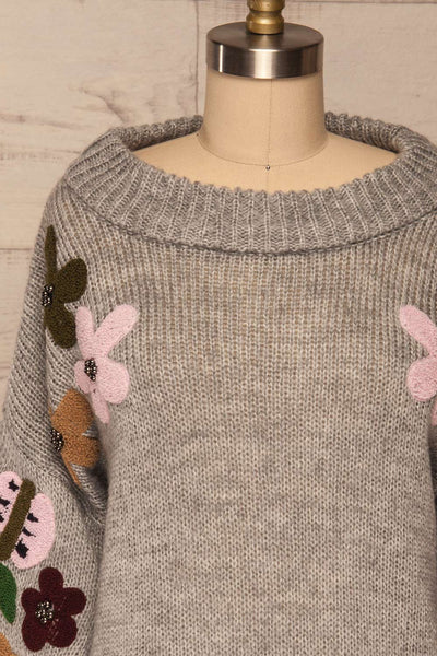 Jankowo Grey Knit Sweater | Tricot Fleuri | La Petite Garçonne front close-up