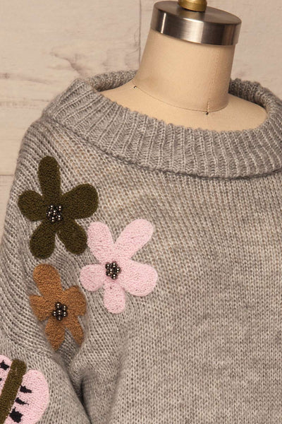 Jankowo Grey Knit Sweater | Tricot Fleuri | La Petite Garçonne side close-up