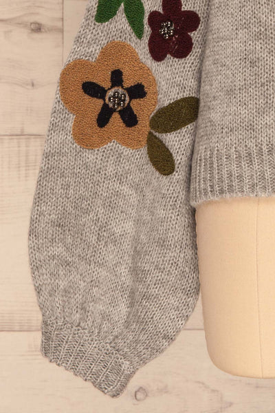Jankowo Grey Knit Sweater | Tricot Fleuri | La Petite Garçonne bottom close-up
