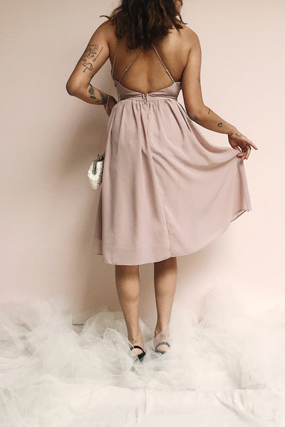 Joelle Mauve Chiffon Cocktail Dress | Robe photo back | Boutique 1861