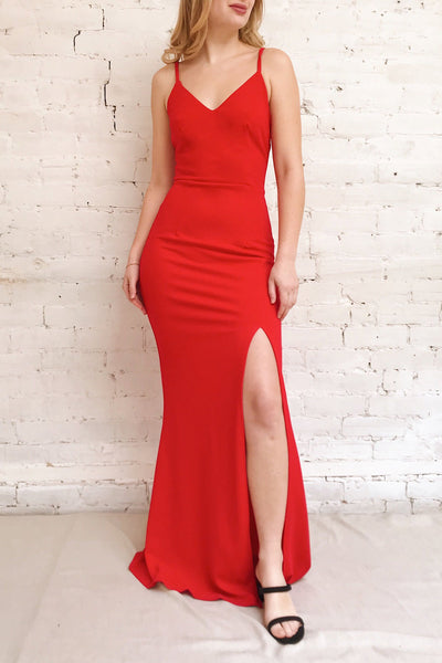 Kavadartsi Red V-Neck Maxi Dress | La petite garçonne model look