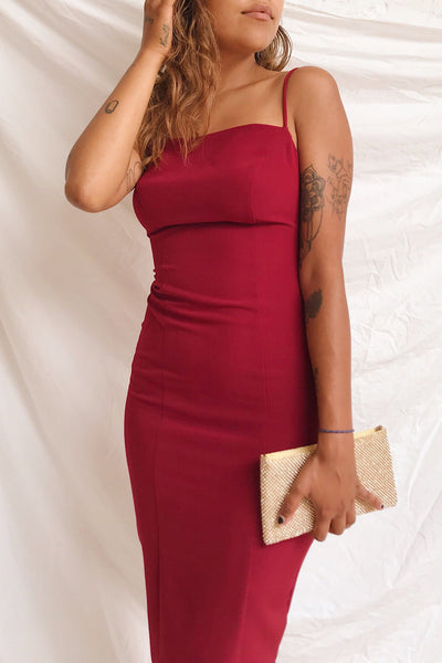 Kavala Burgundy Fitted Midi Dress | La petite garçonne model close up