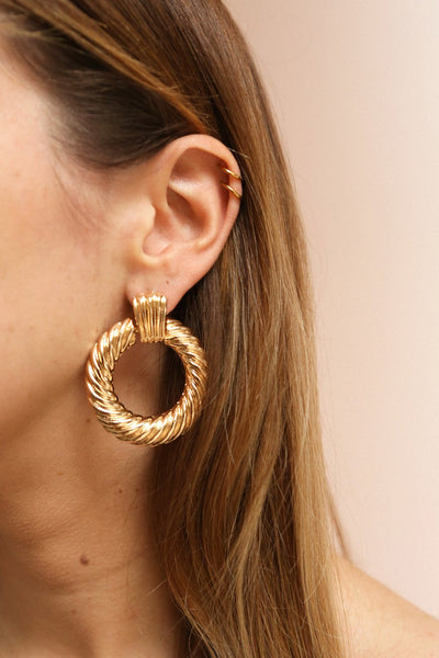 Keiss Or Gold Twisted Pendant Hoop Earrings | La Petite Garçonne on model