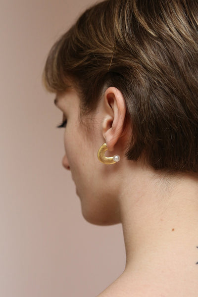 Kleczew Golden & Pearl Pendant Earrings | La Petite Garçonne on model with short hair