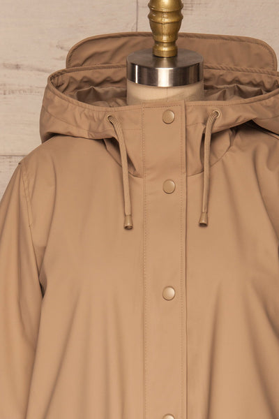 Klodzko Beige Wide Hooded Rain Coat | La petite garçonne front close up