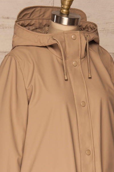 Klodzko Beige Wide Hooded Rain Coat | La petite garçonne side close up