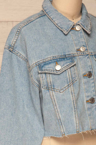 Lariano Crop Jean Jacket | Veston Denim | La Petite Garçonne side close-up