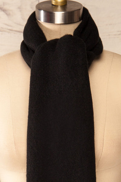 Le Baiser Black Soft Knitted Scarf | La petite garçonne knot close-up